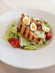 Храната - един от най-важните критерии за избор на почивка ceaser salad orbita spa